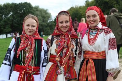 Русский традиционный костюм XIX века покажут на выставке в Москве
