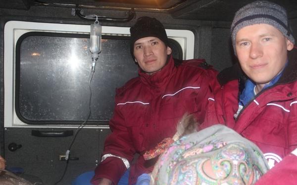 Медики пять часов ехали через метель в стойбище оленеводов, где родился ребенок
