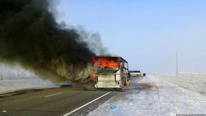 В Казахстане сгорел пассажирский автобус с узбекскими мигрантами, ехавшими в Россию