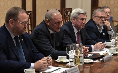 Подготовку преподавателей русского языка для Казахстана обсудили на встрече с Магомедовым