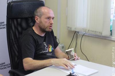 """Неформальное сообщество журналистов-мигрантов встретилось с главным редактором издания """"Репортер"""" Виталием Лейбиным"""