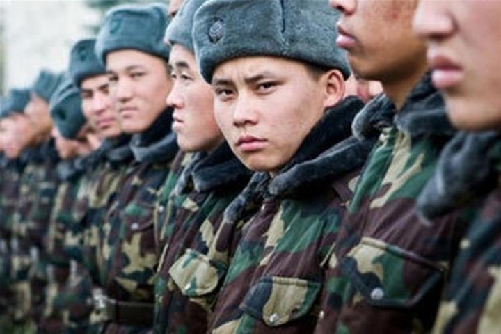 Получивших российское гражданство мигрантов призовут в армию
