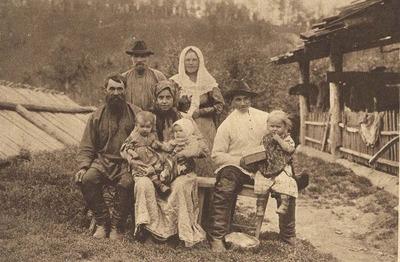 Опрос: Россияне не помнят своих предков