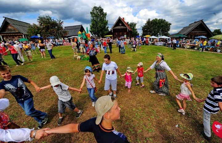 Гусляры со всей России приехали на празднование юбилея в Суздаль