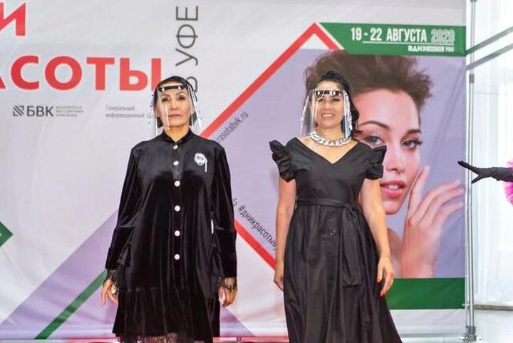 Защитные маски в этно-стиле представили на модном показе в Уфе
