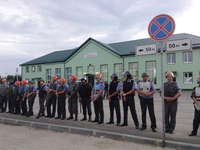 Напавшему на полицейского с вилами чеченцу продлили срок содержания под стражей
