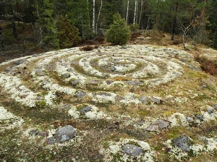 В Ботаническом саду Петрозаводского университета строится саамский лабиринт