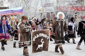 Более тысячи человек в национальной одежде прошли по улицам Якутска