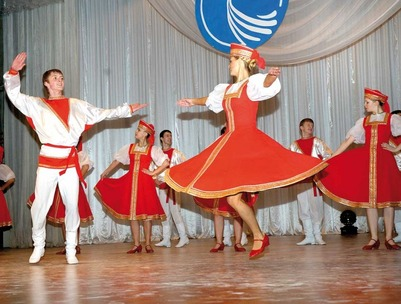 В преддверии полярной ночи в Мурманске устроили танцы