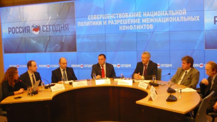 Россияне не переносят негативное отношение к киевским властям на украинцев