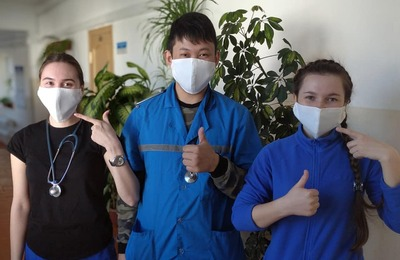 Казаки из Улан-Удэ сшили для врачей скорой помощи маски
