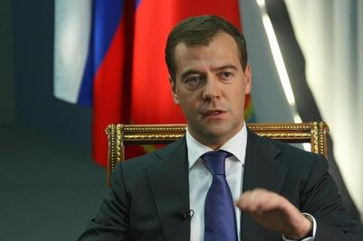 Медведев призвал помнить о трагедии Холокоста