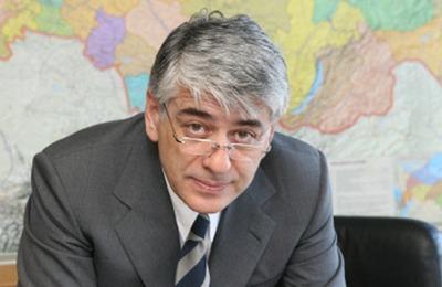 """Единоросс предложил депутатам объединиться против """"неонацистского интернационала"""""""