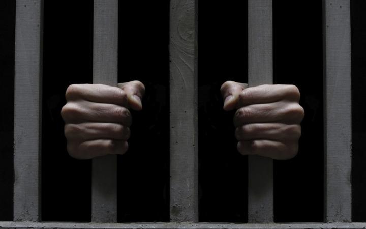 Главу национальной диаспоры в Курганской области арестовали за фальшивые экзамены для мигрантов