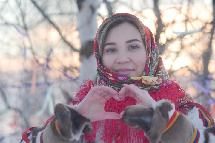 Ямальская молодежь посетила этностойбище с этнографической экспедицией