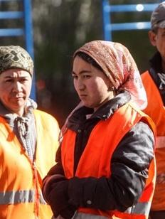 Правительство России попросили защитить права женщин-мигрантов и их детей