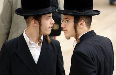 Социологи: 57% россиян считают, что евреям деньги важнее человеческих отношений