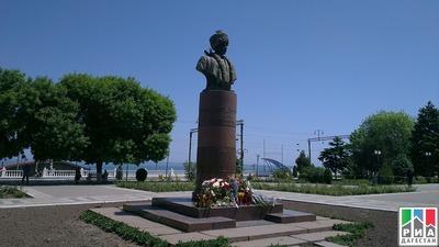ФНКА лезгин попросили помочь в реконструкции памятника поэту Стальскому
