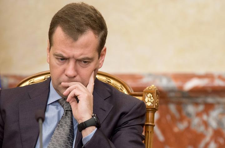 Медведев высказался против отмены прямых выборов глав регионов