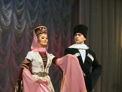 Глава Адыгеи пришел на праздник национального костюма в черкеске