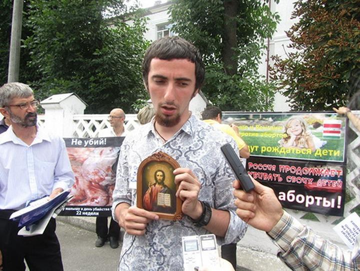 Православные активисты попросили проверить партию Навального за попытку найти в Библии экстремизм
