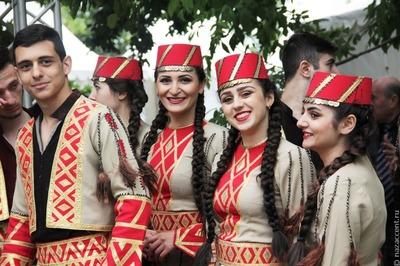 Шестиметровую ель украсят абрикосами на армянском празднике в Москве
