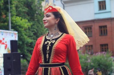 Конкурс национальных костюмов народов России пройдет на фестивале в Москве