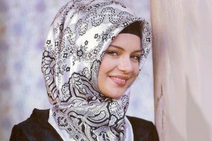 Отчисленная за ношение хиджаба студентка выиграла дело против руководства вуза