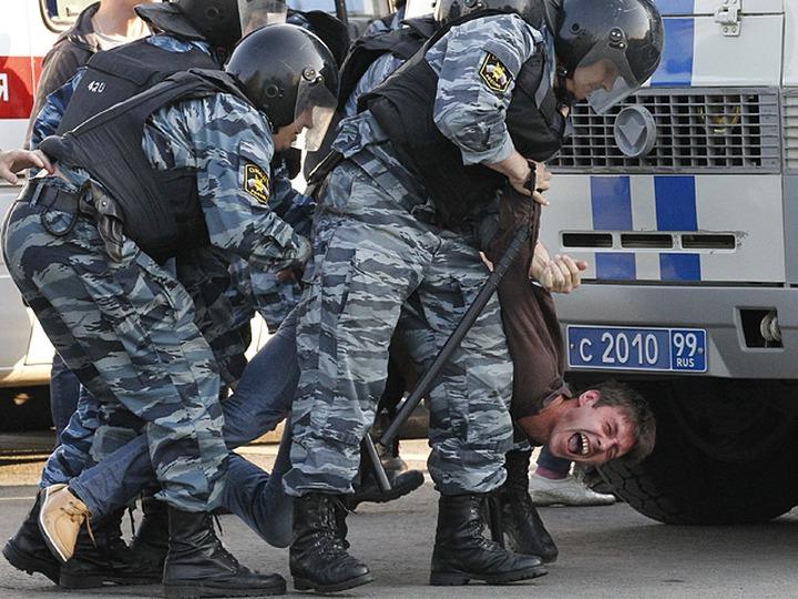 Националистов задержали на митинге против полицейского произвола