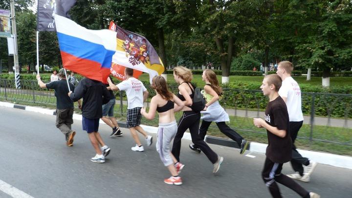 """В Саратове произошла массовая драка между националистами и """"любителями приор"""""""