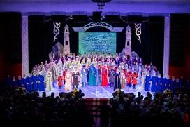 В Грозном наградили 25 учителей чеченского языка и литературы