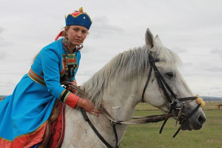 """На конном празднике в Иркутской области сыграют в """"Догони девушку"""""""