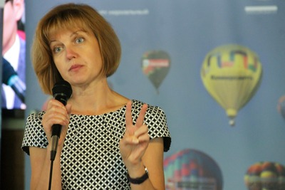 Национальным СМИ предложили спасаться билингвальностью