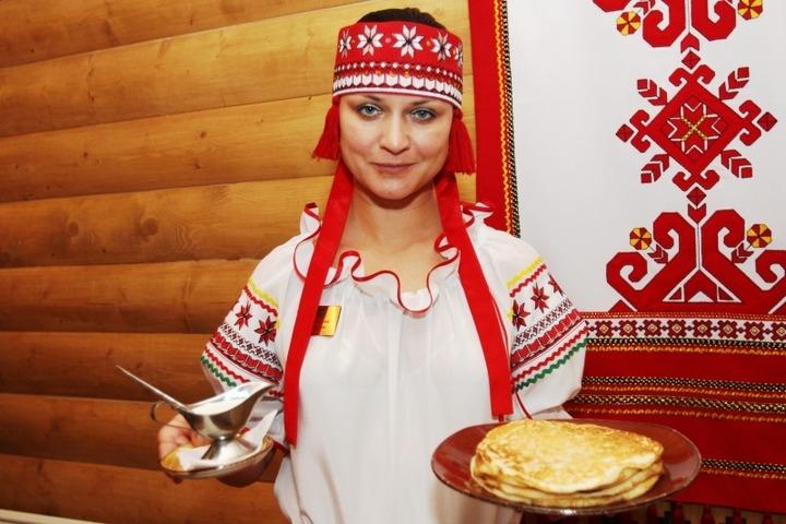 """Гостей """"Финно-угорского мира"""" накормят мордовскими блинами и угостят удмуртской пиццей"""