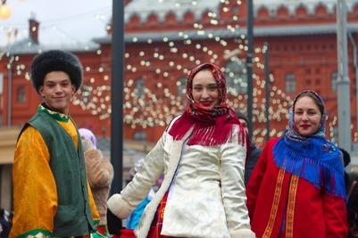 Гуляния на Площади Революции в День народного единства