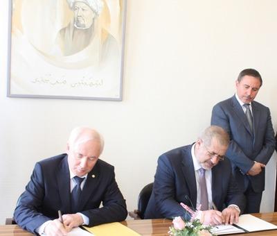 Крымские татары подписали договор о сотрудничестве со Всемирным конгрессом татар