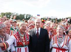 Путин: Регионы должны активнее развивать этнокультурные бренды