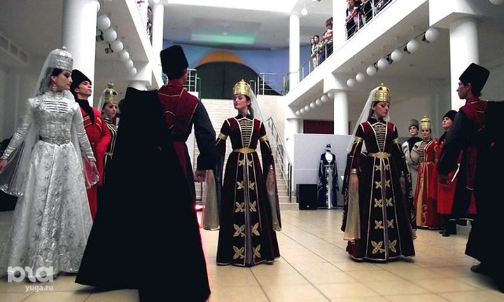 В Национальном музее Адыгеи открылась экспозиция о жизни черкешенок и казачек