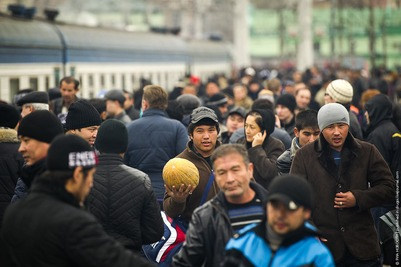 """Россия исключила 47 тысяч киргизских мигрантов из """"черного списка"""""""