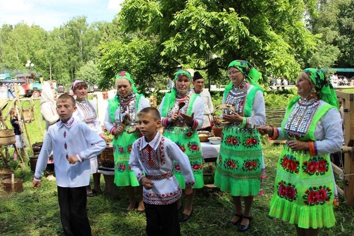 Праздник цветов в Марий Эл отметили дегустацией блинов и этнодискотекой