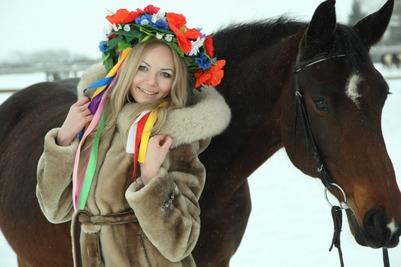 В конкурсе красоты примут участие девушки, кони и пони