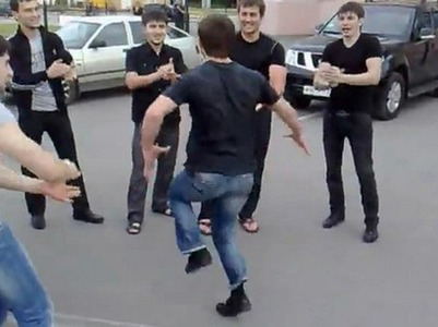 Молодого человека арестовали на 5 суток за лезгинку на памятнике погибшим в ВОВ