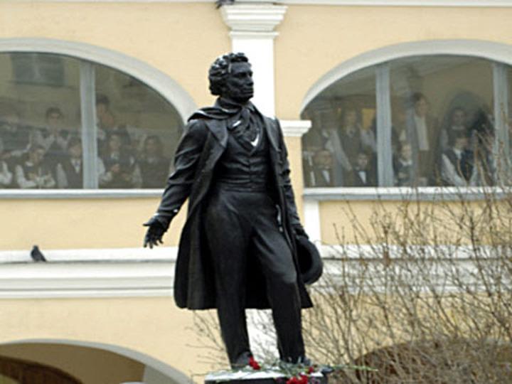 В национальных республиках России отметили День русского языка пикетами и чтением стихов Пушкина