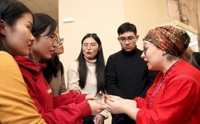 """Гости из Китая посетили мордовский """"Роштувань куд"""" в Саранске"""