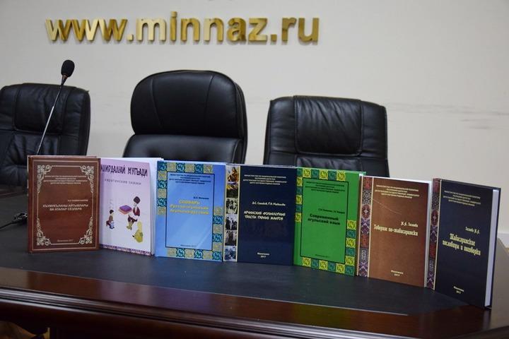 Русско-агульский словарь и сборник кумыкских пословиц представили в Махачкале