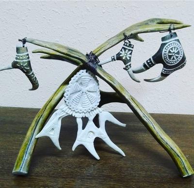 Колымский косторез создает этноколлекцию елочных украшений