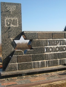 В России установят 20 памятников на местах казней и захоронений жертв Холокоста