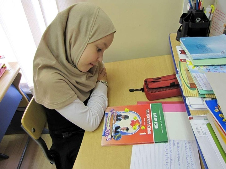 Школьникам в нацреспубликах оставили два часа государственных языков в неделю