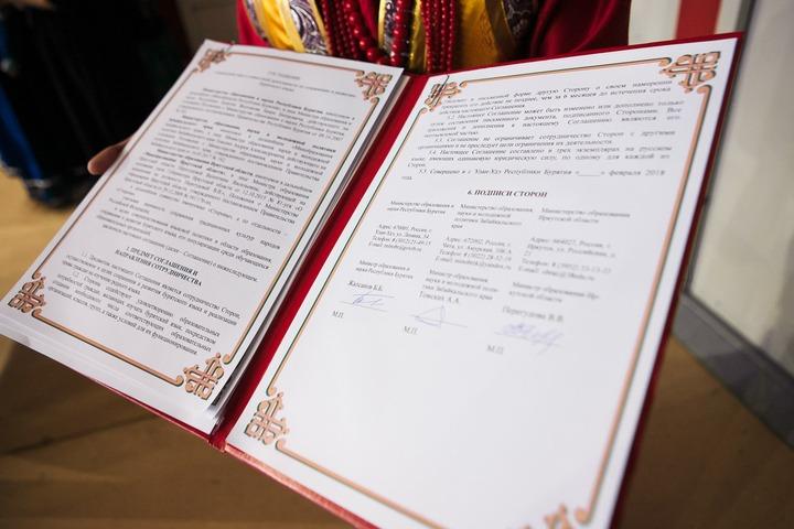 Три байкальских региона договорились совместно сохранять бурятский язык