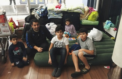 Курдов из Шереметьево отправили в центр временного размещения